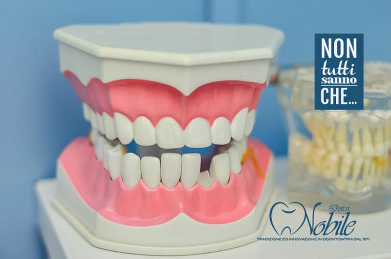 lavare la protesi dentale