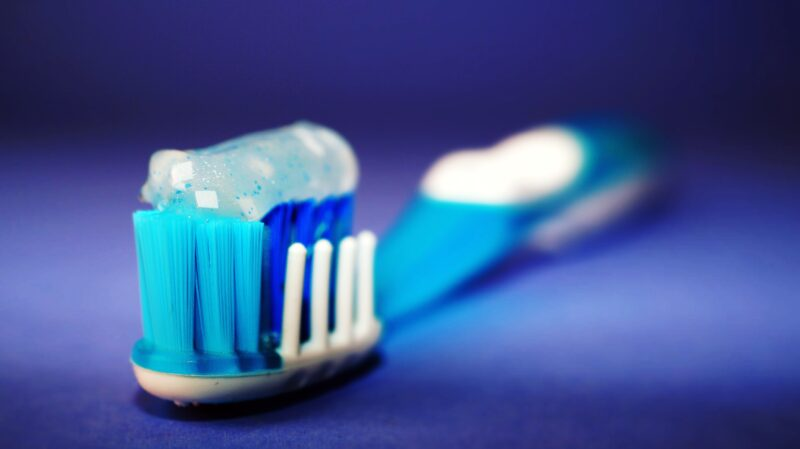 quanto dentifricio usare